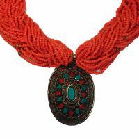 Ожерелье с искусственным кораллом (овальное, 4 x 5,5 см).