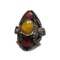 Перстень с желтым камнем (2,1 см).