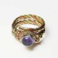 Кольцо витое с фиолетовым камнем (1,8 см).