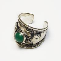 Кольцо с зеленым камнем (2,3 см).