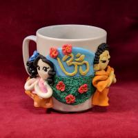 """Сувенирная кружка """"Будда и мирянка"""" (в розово-коричневом платье в горошек)."""