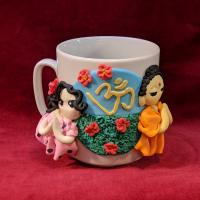 """Сувенирная кружка """"Будда и мирянка"""" (в розовом платье в горошек)."""