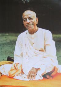 Плакат Шрила Прабхупада улыбается (29,8 x 42 см).