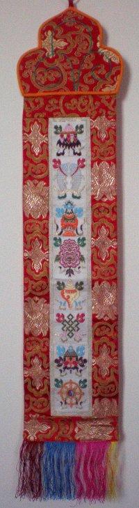 Купить Вымпел с буддийскими символами на белом фоне в интернет-магазине Dharma.ru