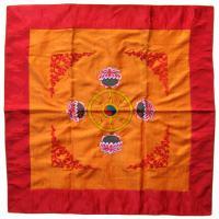 Алтарное покрывало с Дхармачакрой, 96 x 96 см.