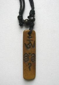 Амулет с ОМ и Глазами Будды (удлиненный, 4,9 см).