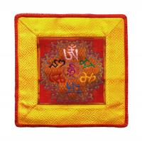 Купить Алтарное покрывало (красно-желтое с ОМ МАНИ ПАДМЕ ХУМ), 21,5 x 21,5 см в интернет-магазине Dharma.ru