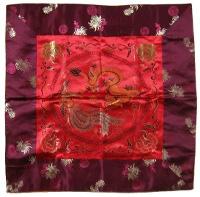 Купить Алтарное покрывало Дракон и Феникс  (красное с амарантовой окантовкой), 64 x 64 см в интернет-магазине Dharma.ru